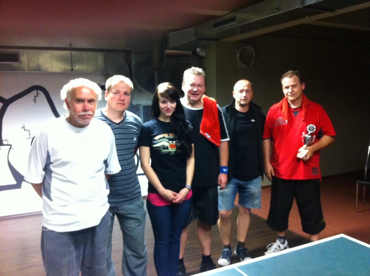 Zleva Řáha,Mandlík, Courtonová, Courton, Tschunko Josef a Zdeněk billiard - kulečník - ping pong Praha 10