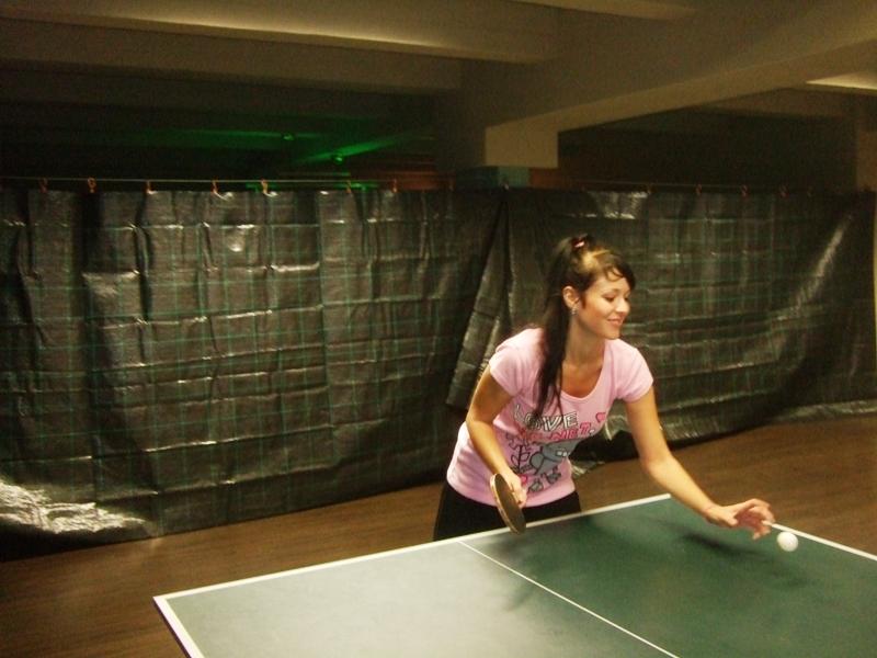 Ivanka Courtonová a její beckend                      kulečník - billiard - snooker - ping pong - stolní tenis - Praha 10 - Harlequin Praha - bowling - šipky - fotbálek - zábava - feremní večírky - svatby