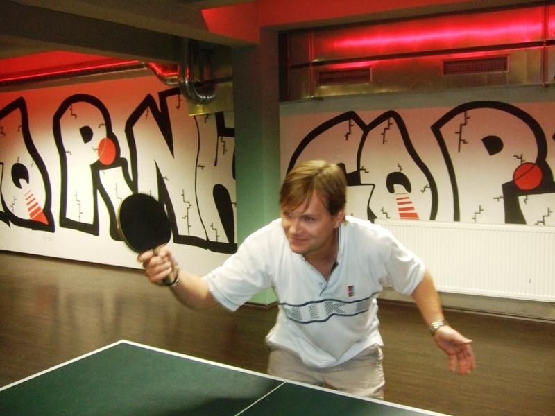 Honza Fiala a jeho faleš                      kulečník - billiard - snooker - ping pong - stolní tenis - Praha 10 - Harlequin Praha - bowling - šipky - fotbálek - zábava - feremní večírky - svatby