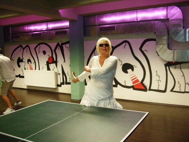 Hanka Čížková před smečí                      kulečník - billiard - snooker - ping pong - stolní tenis - Praha 10 - Harlequin Praha - bowling - šipky - fotbálek - zábava - feremní večírky - svatby