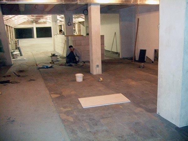 10. 2. 2010 pohled od záchodů přes restauraci